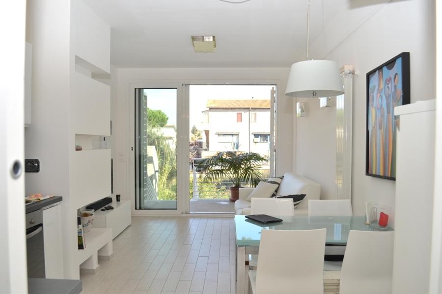 Residenza la pisana case nuove moderne e dai consumi for Arredamento bilocale moderno